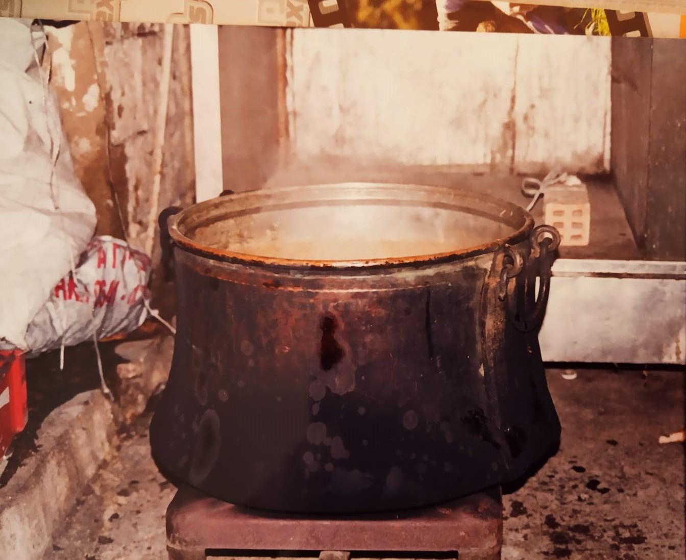 Αποτέλεσμα εικόνας για μαγείρεμα σε καζάνι